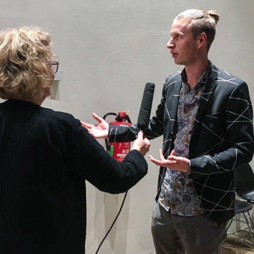 interview eines jungen mannes