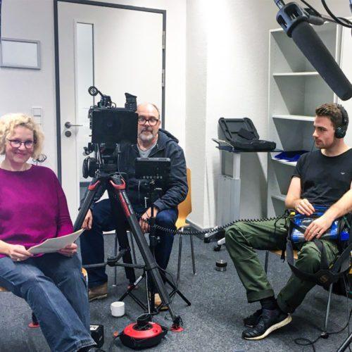 Interview und Kamerateam am Set